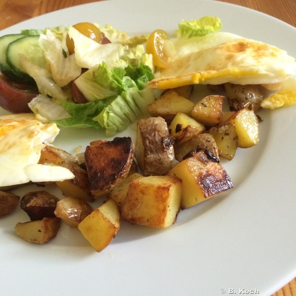 bratkartoffeln_spiegelei_gem-salat