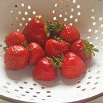 durchschlag_mit_erdbeeren