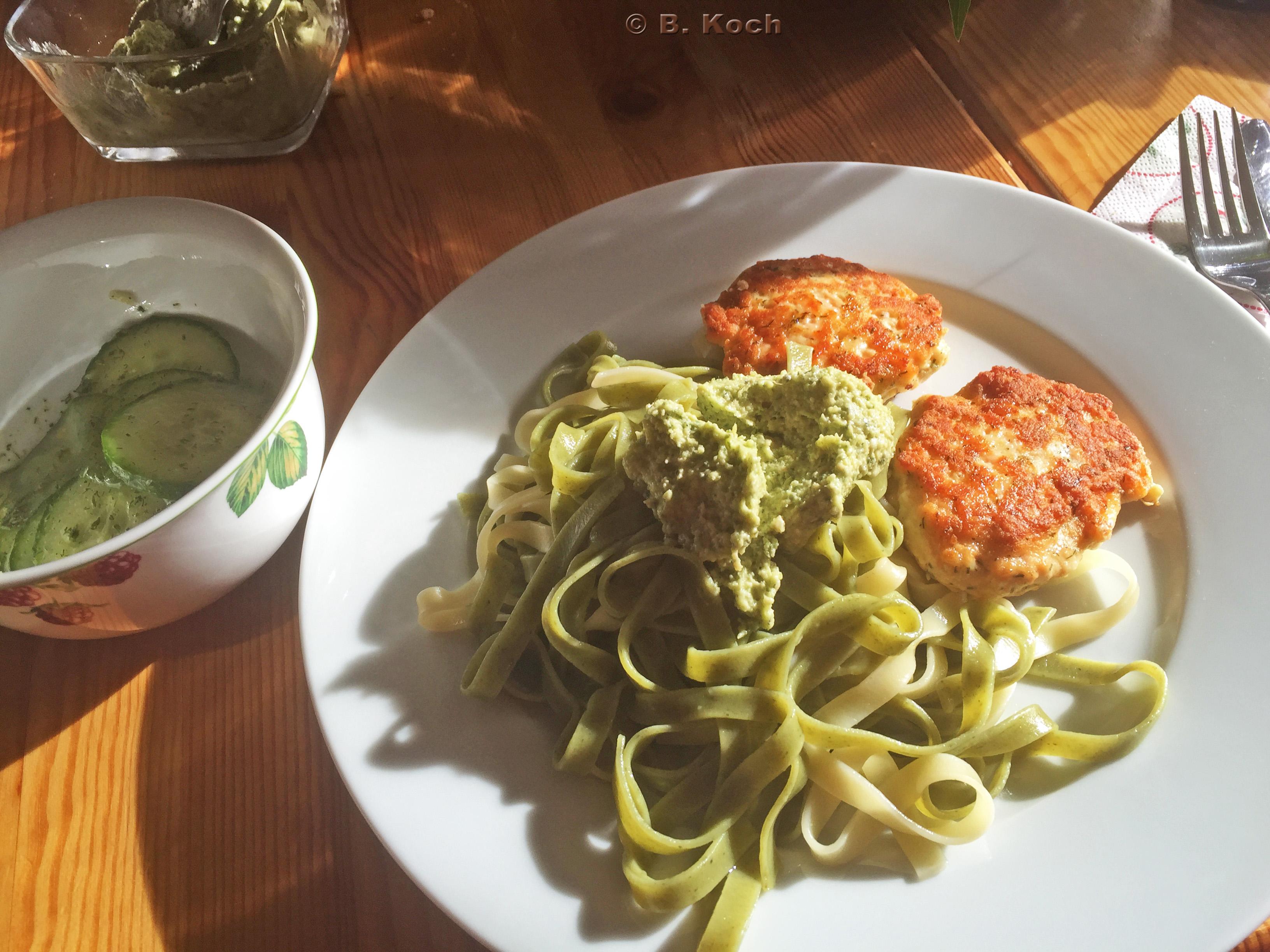lachsfrikadelle_zucchini-minze-pesto